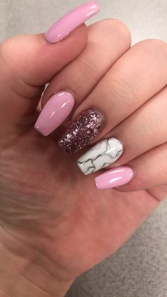 On average, the finger nails grow from 3 to millimeters per month. If it is difficult to change their growth rate, however, it is possible to cheat on their appearance and length through false nails. Aycrlic Nails, Pink Nails, Cute Nails, Pretty Nails, Hair And Nails, Nails 2018, Best Acrylic Nails, Acrylic Nail Designs, Acrylic Nails Autumn