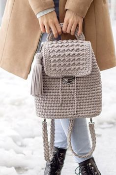 35 Free Crochet Patterns New 2019 – Page 18 of 35 – clear crochet Crocheted Beach Bag- Amazing Beautiful Beach Bags! 35 Free Crochet Patterns New Crochet Beach Bags, Crochet Summer Dresses, Free Crochet Bag, Crochet Gifts, Crochet Handbags, Crochet Purses, Crochet Backpack Pattern, Beach Bag Essentials, Crochet Squares Afghan