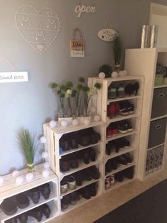 Most current Photos Wooden Pallets box Thoughts The standard life with wooden pallets is roughly decades, which often certainly isn't a shorter lifespan r. Wooden Pallets, Wooden Boxes, Garderobe Design, Pallet Boxes, New Room, Pallet Furniture, Home Organization, Organizing, Home Projects