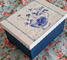 Caixa de cha feita com decoupage.
