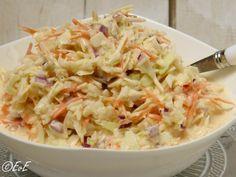 Zelfgemaakte Amerikaanse coleslaw. Dankzij de toevoeging van karnemelk smaakt deze koolsalade precies zoals het origineel! Heerlijk bij de bbq of op brood. Ook lactosevrij te maken.