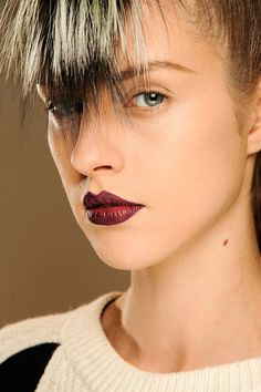 Tendencias maquillaje otono invierno 2013 labios burgundy - Fendi