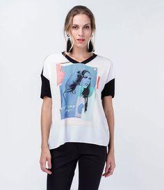Blusa feminina  Manga curta  Com estampa  Marca: Cortelle  Tecido: malha  Composição: 100% poliéster  Modelo veste tamanho: P       Medidas da Modelo:   Altura: 1,76  Busto: 85  Cintura: 63  Quadril: 92       COLEÇÃO VERÃO 2016       Veja outras opções de    blusas femininas.