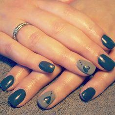 Nails grey heart love dots