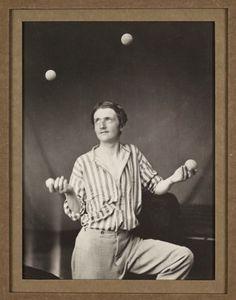 Oscar Gustav Rejlander, The Juggler, c1860 Imitavam as pinturas da epoca, genero sentimental ampliando varios negativos e diversas exposicoes para dar atmosfera de pintura.