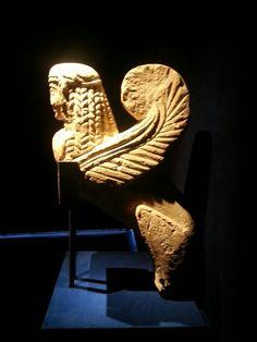 Sfinge funeraria etrusca. Firenze, Museo Archeologico Nazionale