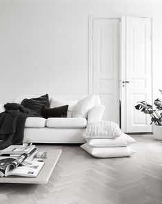 white and bright living room decoration inspiration