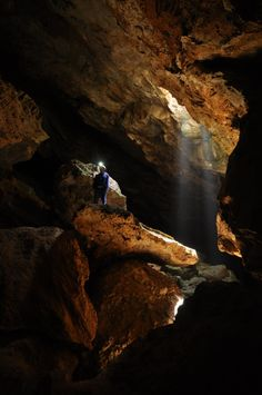 DSOM - Minero las piedras (GC273NE) ~ The Geocache of the Week is a triple threat: caching, caving and a ghost story. Check out a 5/5 cache that takes you deep below ground on a Mediterranean island.