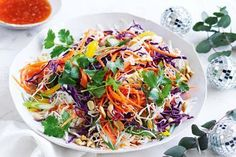 Pair your main with this crunchy, rainbow slaw topped with toasted peanuts. Midweek Meals, Weeknight Meals, 800 Calorie Meal Plan, Dinners Under 500 Calories, Dinner Bowls, Sweet Chilli, Latest Recipe, Healthy Dinner Recipes, Vegetarian Recipes