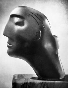 Henry Moore Abstract Sculpture, Bronze Sculpture, Sculpture Art, Metal Sculptures, Henry Moore Sculptures, Soapstone Carving, 2d Game Art, Alberto Giacometti, Art For Art Sake