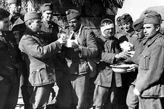 Some lightly wounded Hungarian soldiers (probably belonging to the Second Army) are given first aid in the rear area near the Don river bend. Eastern Front Ww2, Defence Force, First Aid, Army, Black And White, Soldiers, Historia, Military Photos, Hungary