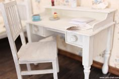 Miniature Desk in 1/6 scale with 2 working drawers (Blythe, Barbie, Bratz, Momoko). Shabby chic style