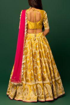 Lehenga is paired with co-ordinated blouse(unstitched) & sheer pink net dupatta. Bandhani Dress, Choli Dress, Lengha Choli, Sharara, Sarees, Half Saree Designs, Lehenga Designs, Saree Blouse Designs, Indian Bridal Outfits