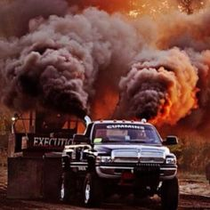 Dodge rolling coal at the truck pulls