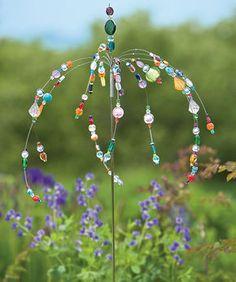 hängende Drähte mit durchsichtigen Perlen
