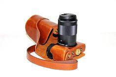 Ready banyak untuk kamera kamera mirrorless kesayangan kalian. Bagi para pengguna Fujifilm X-A1/ X-A2/ X-M1/ X-T1/X-T10/X-E1/X-E2 pas banget nih case kamera keren ini buat dipasang di kamera mirrorless kalian buat memperkece tampilan saat membawa kamera seklaigus melindungi kamera kesayangan kalian.  https://youtu.be/AEtIAiuSEZo