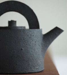 t a n g i b l e   b e a u t y  Teapot by Julian Stair.