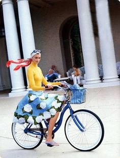 Resultado de imagen de editorial moda bicis cesta