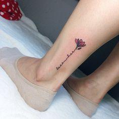 자색 목련과 레터링. #타투 #레터링 #목련 #자색목련 #꽃타투 #미니타투 #tattoo #lettering #tattoos #magnolia #magnoliatattoo #flowertattoo #simpletattoo #minitattoo