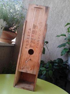 Vogel-Brutkasten aus Weinkiste