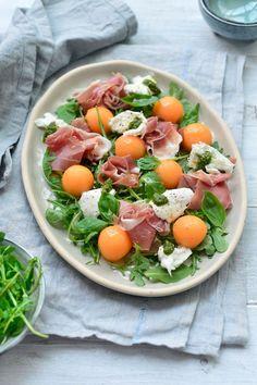 Salad with melon, ham and burrata - Küken Easy Smoothie Recipes, Good Healthy Recipes, Healthy Smoothies, Salad Recipes, Healthy Snacks, Diner Recipes, Amish Recipes, Dutch Recipes, Food Presentation