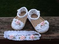 Diy Crafts - Crochet Shoes and Headband Set by JustFunFashions on Etsy Baby Girl Sandals, Crochet Baby Sandals, Booties Crochet, Crochet Shoes, Crochet Slippers, Baby Booties Free Pattern, Baby Shoes Pattern, Baby Patterns, Crochet Patterns