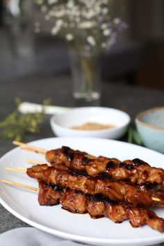 Indonesische sateetjes, Lekkere borrelhapjes, Borrelhapjes kip, Zelf pindasaus maken, Beaufood recepten