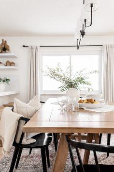 Dining Room Light Fixtures, Dining Room Lighting, Casual Dining Rooms, White Dining Room Table, Dining Room Curtains, Extension Dining Table, White Home Decor, Room Lights, Home Decor Styles