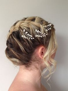 Item # HP-019: This listing is for a set of THREE (3) only Fern Leaf pearl bridal hair pins.These hair pins are very versatile as shown, you