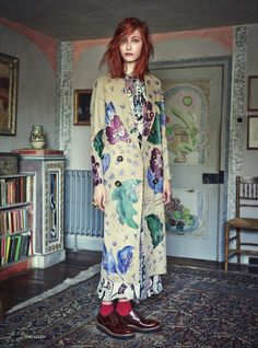 I am in love with this fashion story which was photographed on location, Charleston, the former home that belonged to artists Duncan Grant and Vanessa Bell who were part of the Bloomsbury. Sonia Delaunay, Look Fashion, Trendy Fashion, Fashion Design, Fashion Trends, Net Fashion, Bloomsbury Group, Bohemian Mode, Mode Editorials