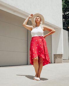 Tendência verão 2020: fotos, como usar e tudo que está em alta Casual Chique, Modelos Plus Size, Glamour, Moda Plus Size, Street Style Summer, Summer Skirts, Skirt Outfits, Wrap Style, Plus Size Women