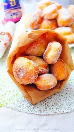 Easy Express Donut Recipe 1 egg 40 g of sugar 150 ml of whole milk 1 tablespoon of orange blossom water 1 sachet of vanilla sugar 125 g of flour g) (+ or- absorption of flour) 4 g of baking powder sachet) Desserts Thermomix, Köstliche Desserts, Delicious Desserts, Yummy Food, Donut Recipes, Snack Recipes, Dessert Recipes, Cooking Recipes, Snacks