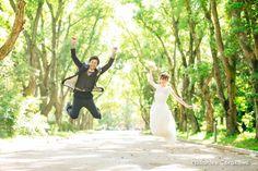 京都の森で洋装前撮り | 結婚式写真・前撮り ウェディングカメラマン寺川昌宏(ブライダルフォト) Wedding Photoshoot, Poses, Wedding Dresses, Photo Shoot, Couples, Fashion, Figure Poses, Bridal Dresses, Moda