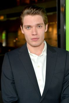 Dominic Sherwood Nice that he has different colored eyes
