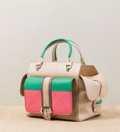 Shopping bag in nappa leather in the four-color combination of avena beige, bubble gum, stone grey and forest green with glazed buckle.
