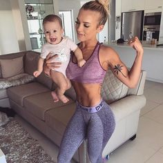 """I hope my daughter never hears """"you're too muscly"""" """"you're too skinny"""" or """"you're too fat"""" as I'm sure many of us have heard. Bodies come in different shapes and sizes. Treat your body well, don't compare yourself to others, and love yourself no matter what #gymshark #6monthspostpartum - Wearing @gymshark"""