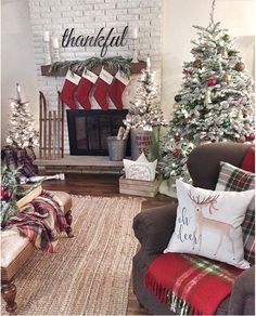 Stunning Christmas Decor Ideas With Farmhouse Style For Living Room Farmhouse Christmas home decor ideas. How to decorate your farmhouse for Christmas. Christmas Mantels, Noel Christmas, Christmas Crafts, Christmas Ideas, Vintage Christmas, Christmas Movies, Christmas Vacation, Christmas Decorations For Room, Livingroom Christmas Decor