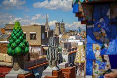Barcelona. Panorama z Palau Guell Zobaczcie nasz post z najciekawszymi zabytkami modernizmu w #Barcelona: http://gdziewyjechac.pl/24691/modernistyczne-zabytki-architektury-w-barcelonie.html