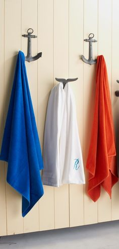 Eliminate pool clutter with our distinctive Anchor Hooks. They make a great way to bring order to all those poolside essentials that often get lost in a disorganized jumble.