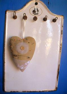 jehelníky 2x jehelníček z přírodního a bíléholnu, krajky a tylu, výšivka na jednom z ručně spředeného lnu - velikost 15 x 11 cm bez poutka cena je za kus