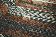 Argentinean hand woven earthy rugs, throws, cushions, ponchos + photography prints and objects Weaving Textiles, Weaving Art, Loom Weaving, Hand Weaving, Fabric Weaving, Fabric Textures, Textures Patterns, Weaving Projects, Tear