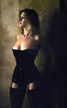 Dame Helen Mirren in a black corset from photo by James Wedge. new image Helen Mirren, Top Models, Dame Helen, Best Actress Award, Famous Women, Up Girl, Mode Inspiration, Famous Faces, Cannes