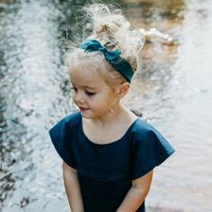 Thick Retro Knot // Wintermint - Wunderkin Co. Easy Hairstyles For Kids, Haircuts For Wavy Hair, Trendy Haircuts, Girl Haircuts, Little Girl Hairstyles, Short Haircuts, Toddler Girl Style, Toddler Girl Outfits, Baby Outfits