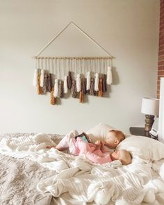 Currently loving making yarn tassels and using them for all sorts of projects. For Christmas, I made large yarn tassels to hang with our stockings Yarn Wall Art, Yarn Wall Hanging, Diy Hanging, Diy Wall Art, Fabric Wall Hangings, Diy Room Decor, Bedroom Decor, Master Bedroom, Mur Diy