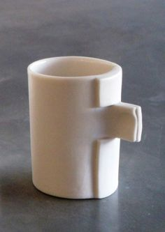 Folde Porcelain slab mug. Delphine Niez