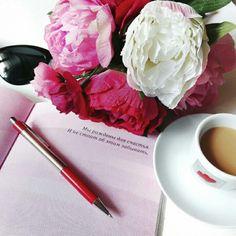 Пиончики от homonic   My blog: https://ru.itao.com/u/915707125  #flatlay #flowers #accessories #decor #декор #цветы