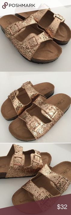 """Gold Birkenstock Style Sandals The cutest Birkenstock-style sandals! 😍 Easy and comfortable slip-on style, cushioned insole, nonskid rubber sole and vegan-friendly.  Size: 9 0.75"""" cork heel.  *Reposh from @viscosity. Brand new. Never worn! Shoes Sandals"""