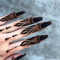Beautiful Eid Mehndi Designs 2019 - Images & Videos After the holy month of fasting comes Eid, the fest of joy, feasts, glam & mehndi adorned hands! Check out beautiful eid mehndi designs 2019 for some inspo! Eid Mehndi Designs, Leg Henna Designs, Modern Henna Designs, Henna Tattoo Designs Simple, Legs Mehndi Design, Mehndi Designs For Girls, Mehndi Designs For Beginners, Mehndi Design Photos, Mehndi Designs For Fingers