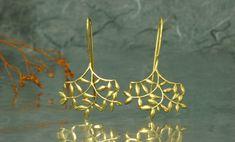 Pendientes de nuestra colección Fento, en plata de Ley (925), con acabado chapado en oro de 18 quilates
