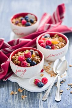 Beautiful berry breakfast - love the bowls too <3